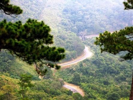 Đèo Ngoạn Mục trên đường từ Đà Lạt - Phan Thiết