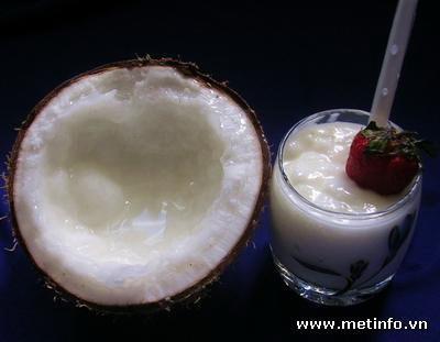 Bên trong trái dừa sáp Cầu Kè - Trà Vinh