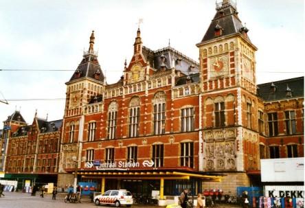 Ga xe lửa trung tâm Amsterdam, kiến trúc cổ kính và rất rộng lớn