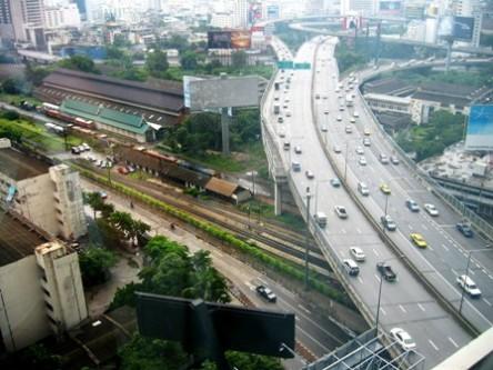 Hệ thống cầu vượt, đường cao tốc trên cao phức tạp và chằng chịt của Bangkok vẫn không giải quyết nổi nạn kẹt xe