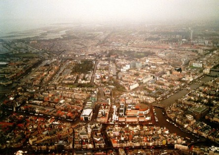 Hà Lan nhìn từ trên máy bay, tháng 2 năm 2002, tớ chụp đó :)