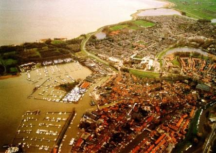 Hà Lan nổi tiếng về các con kênh đào và đường nhân tạo trên biển