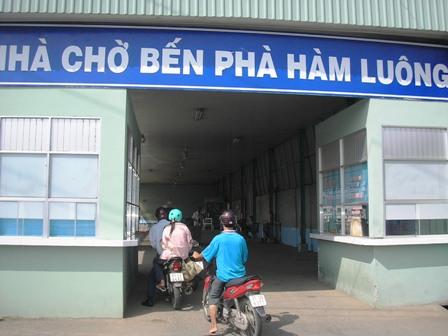 Phà Hàm Luông