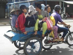 Xe lôi máy, phương tiện chuyên chở công cộng phổ biến ở Miền Tây