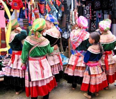 Phụ nữ H'Mông rất thích làm đẹp