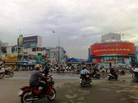 Vòng xoay Phú Lâm, quận 6, cách trung tâm Tp.HCM về phía Nam khoảng 10km