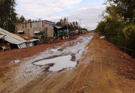 10 km đường xấu từ Tam Nông ra quốc lộ 30 đi Hồng Ngự