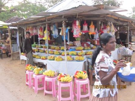 Bán sẵn mâm hoa quả cúng Phật ở chùa