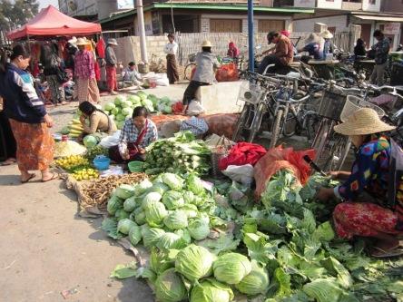 Chợ quê ở gần Inle Lake
