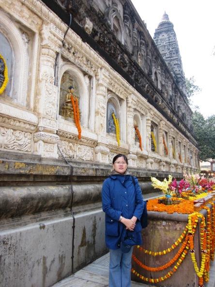 Tôi bên trong Mahabodhi Temple ở Bồ Đề Đạo Tràng