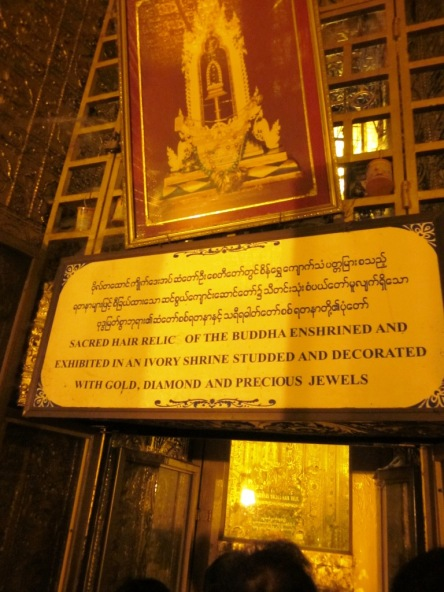 Nơi trưng bày và thờ sợi tóc Phật
