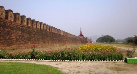 Tường thành Hoàng cung Mandalay