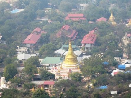 Chụp từ trên Đồi Mandalay xuống