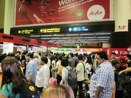 Sân bay Don Muong đông nghẹt ngày mùng 4 Tết
